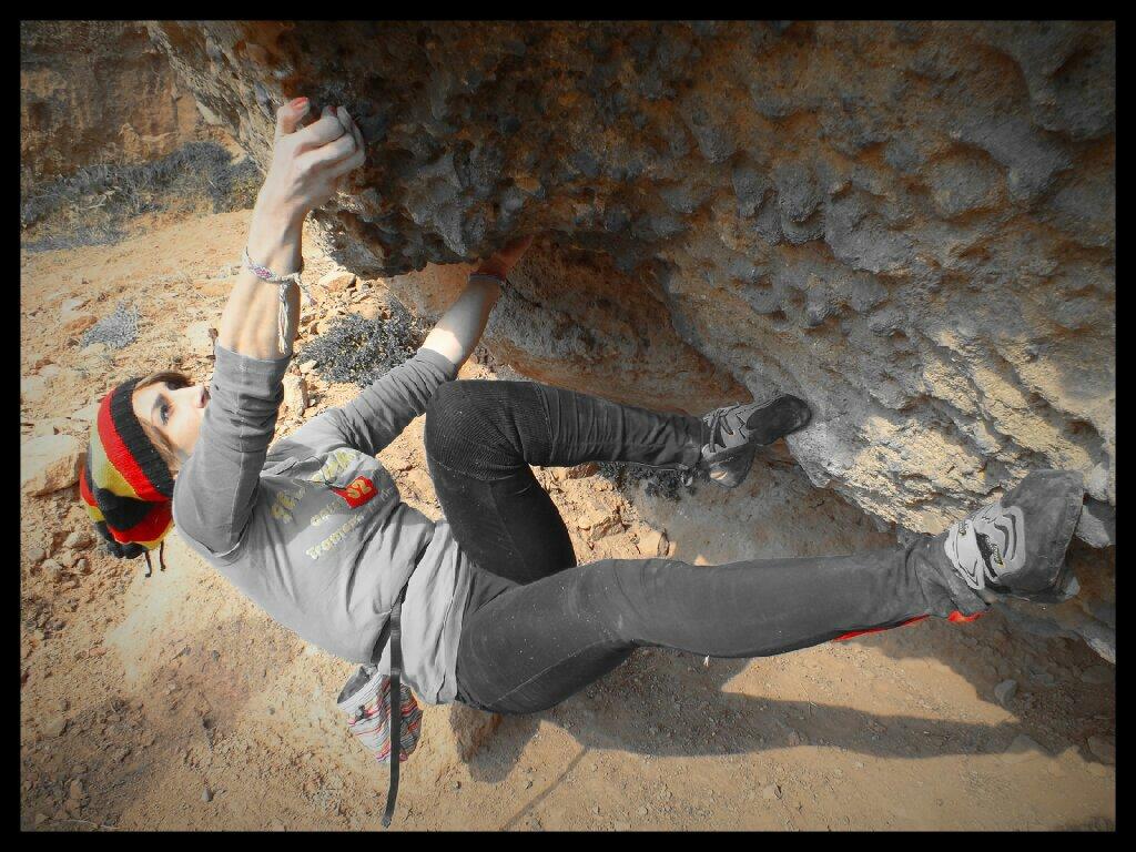 Farnaz bouldering in Iran, 169 kb