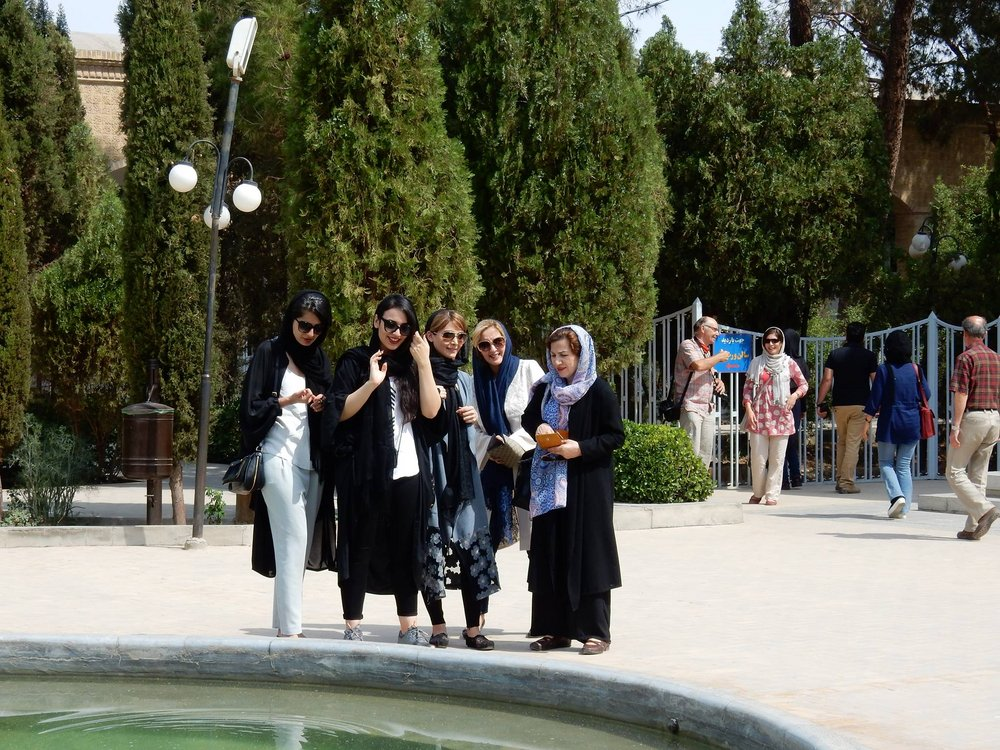 Iranian women in the streets of Tehran, 210 kb