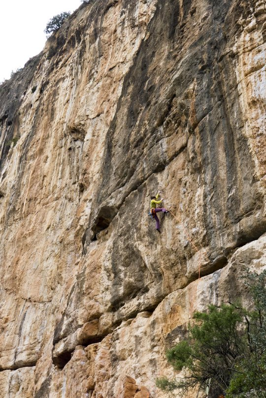 UKC Editor Natale Berry brings out the big guns on El Regalito (7b), 170 kb
