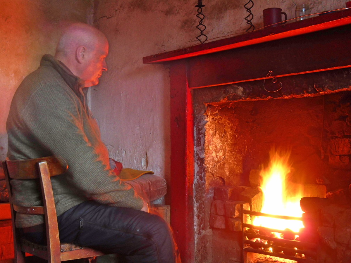 Reminiscing by a bothy fire, 187 kb