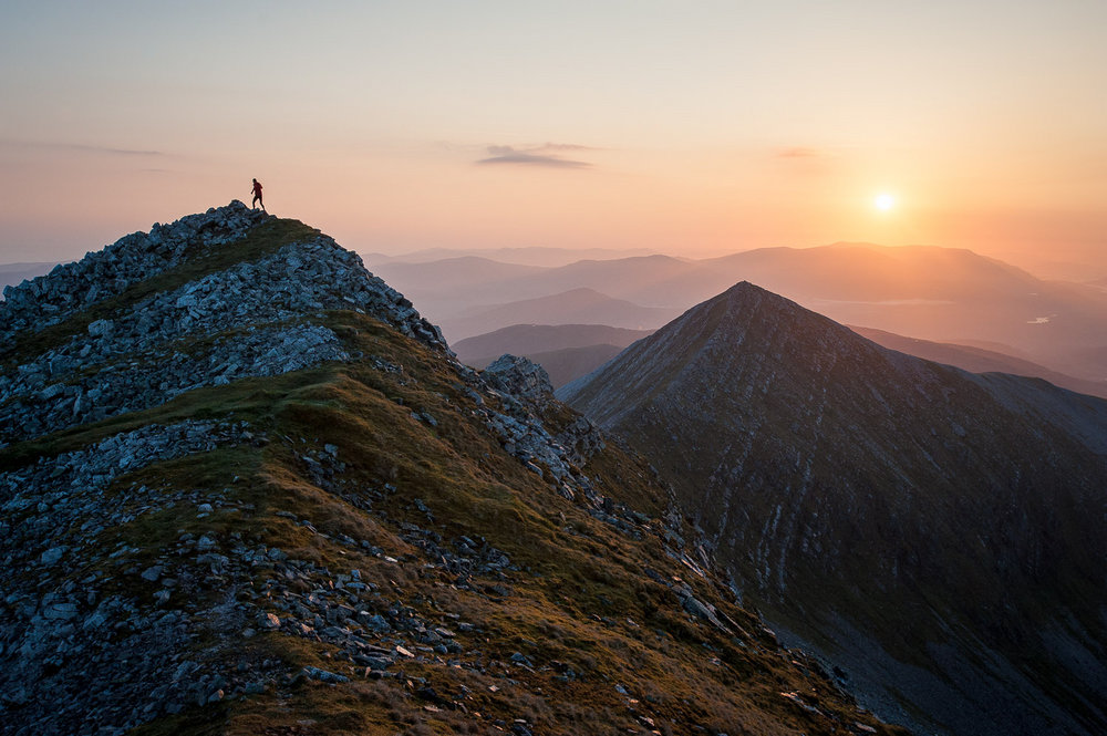 Charlie Lees running along the north ridge of Stob Choire Claurigh in the Grey Corries, West Highlands of Scotland., 161 kb