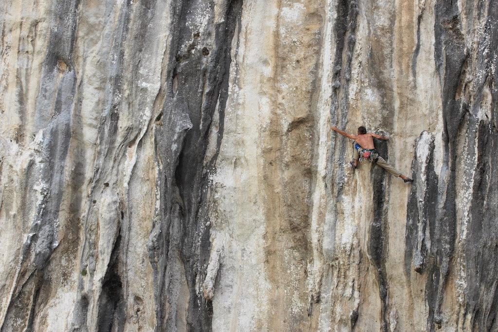 Marek Cincio on the classic 40m tufa of El dia del arquero, 7c, Rumenes. , 220 kb