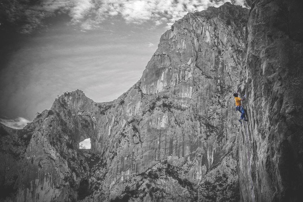 Alberto Hontavilla on one his own creations, the 40m 8a, Fracking No, on the newly opened crag of El Infierno, 192 kb