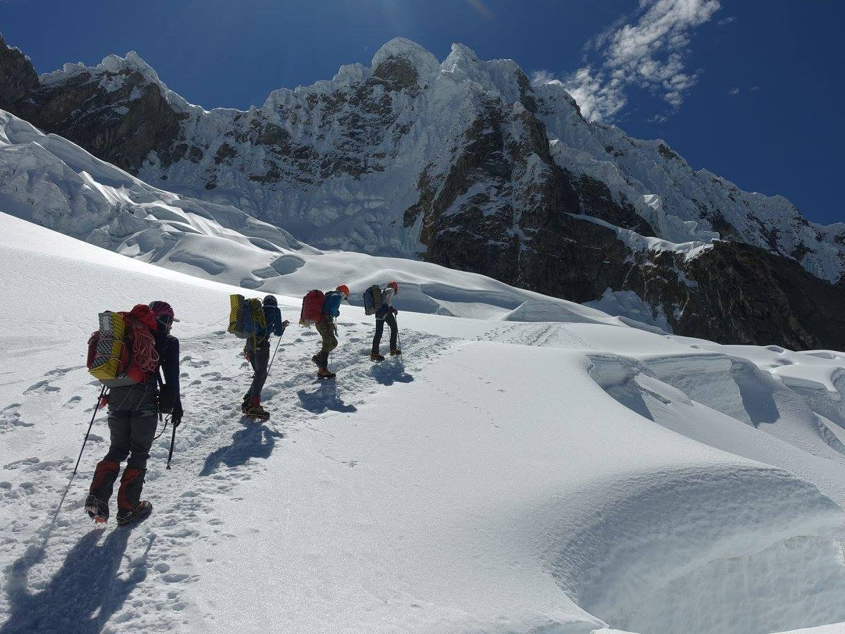 On the Alpamayo Glacier, 165 kb