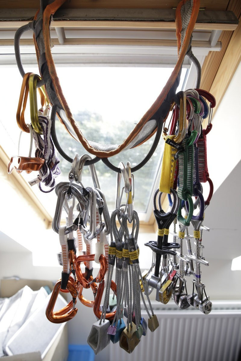 Harness waistband bandolier. Also functions as a window decoration., 200 kb