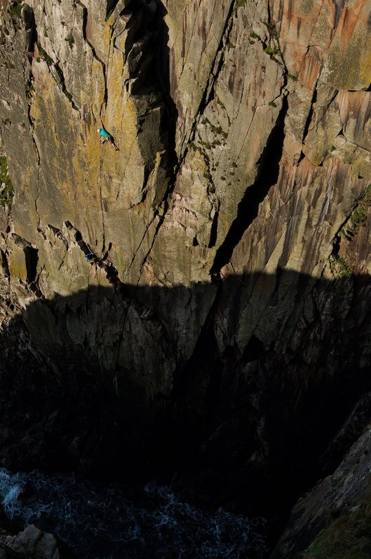 Mark Almack on the top pitch of Supernova (E5), high above the appropriately named 'Deep Zawn', 106 kb