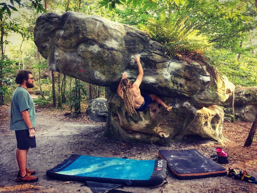 'Yoga', on the edge of Les Trois Pignons, another lone boulder with plenty of hard problems., 177 kb