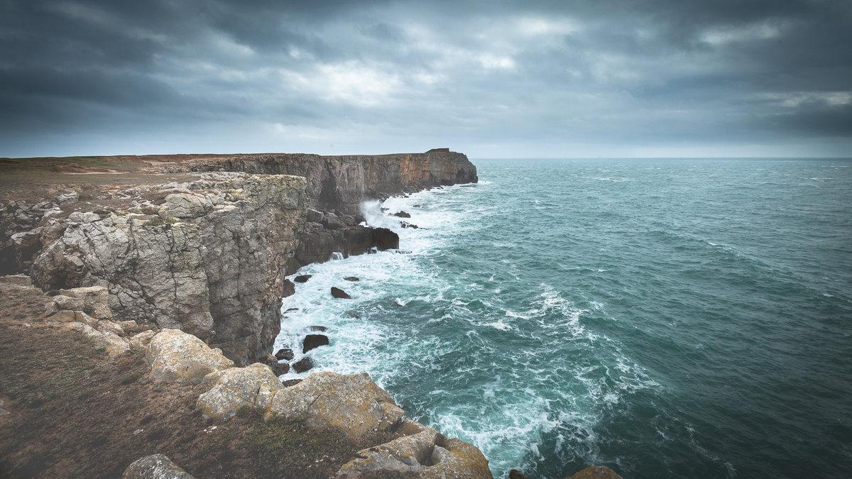Big Swell at Pembroke, 204 kb