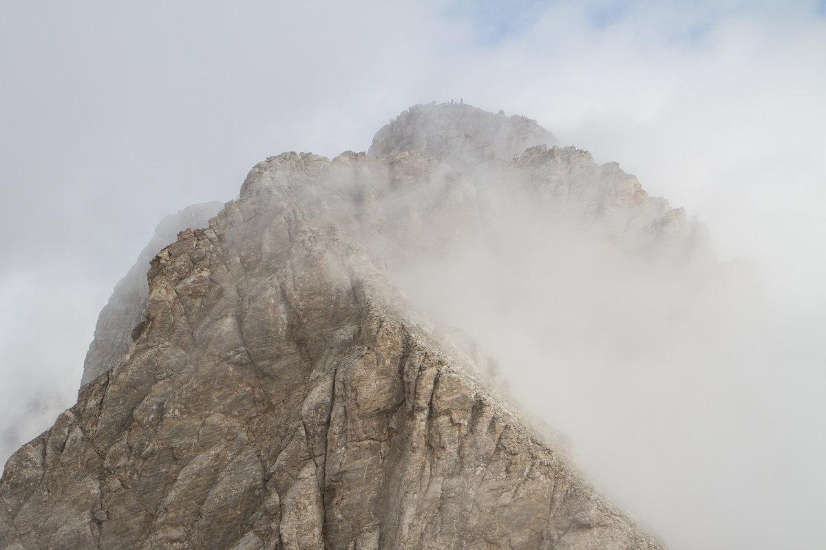 Cloud rolls in over Mytikas peak, 146 kb