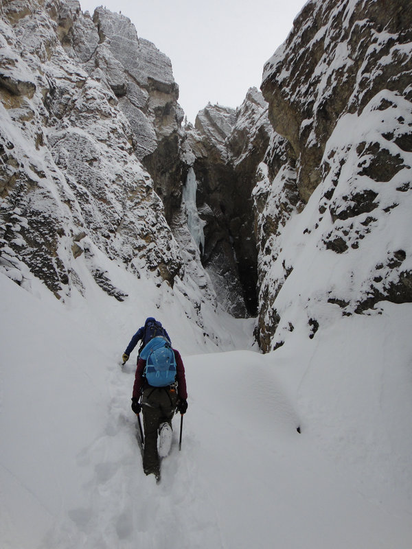 Nick Bullock and Jen Olson approaching Whiteman Falls, 121 kb