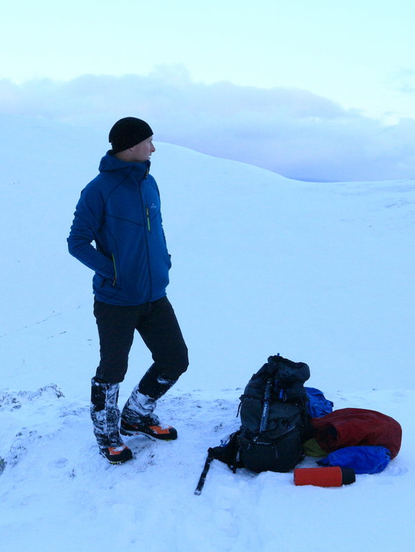 Appreciating the high collar on Helvellyn, 67 kb