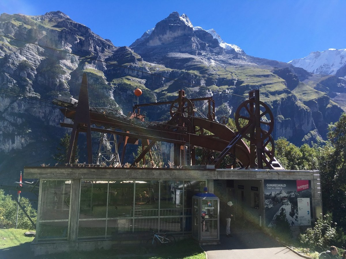 Cable car station in Gimmelwald, 223 kb