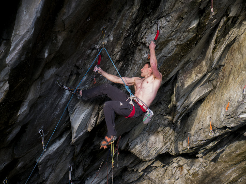 Testing the Petzl CONTACT while dry tooling, 217 kb