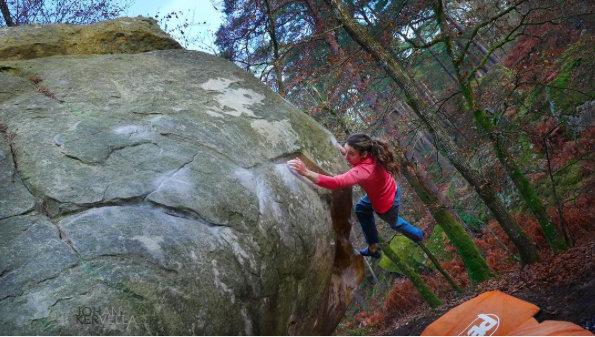 Melissa LeNevé on La cicatrice de l'ohm, ~8B, Fontainebleau, 73 kb