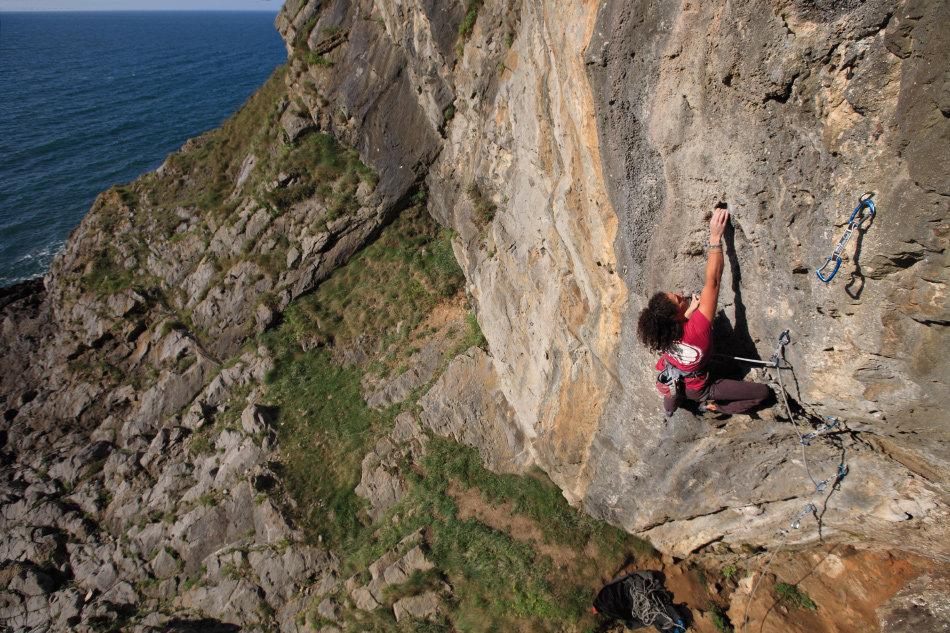 Naomi Buys climbing Goosey Lucy (6c+) at Foxhole., 226 kb