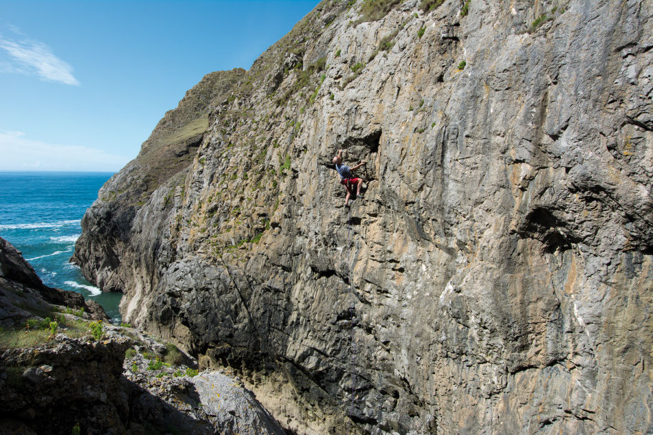 Mark Glaister on Hung Over (6a+) at Free Lunchers Zawn., 211 kb