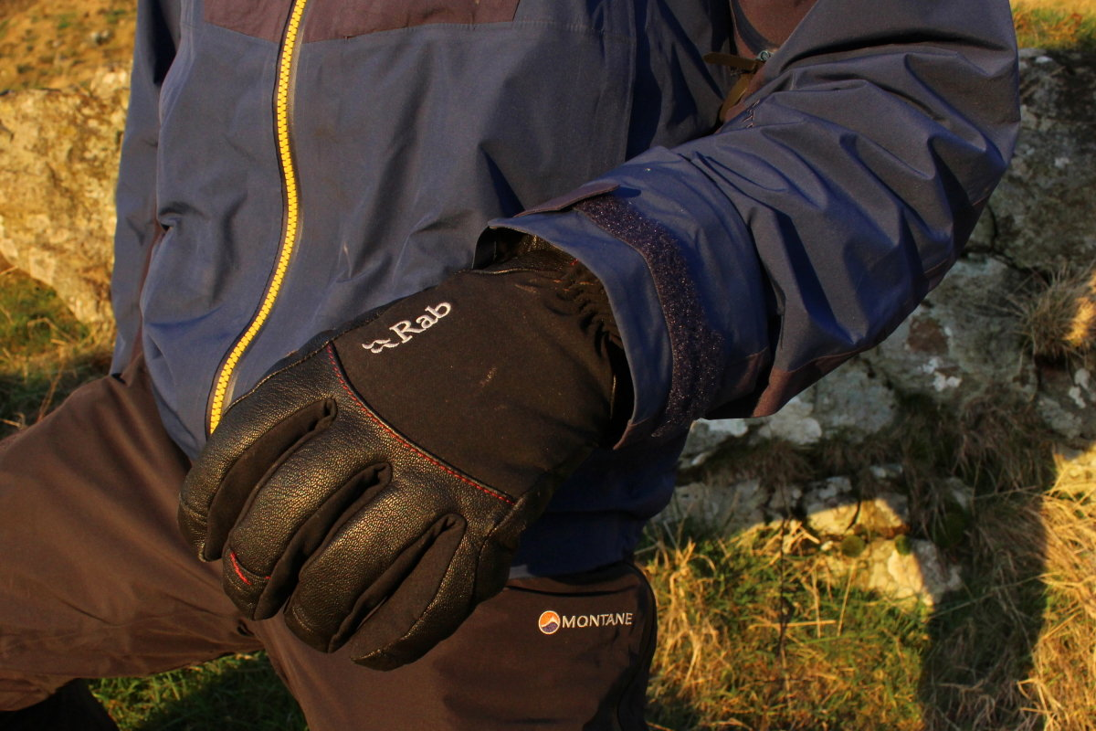 Cuffs fit easily over bulky winter gloves, 187 kb