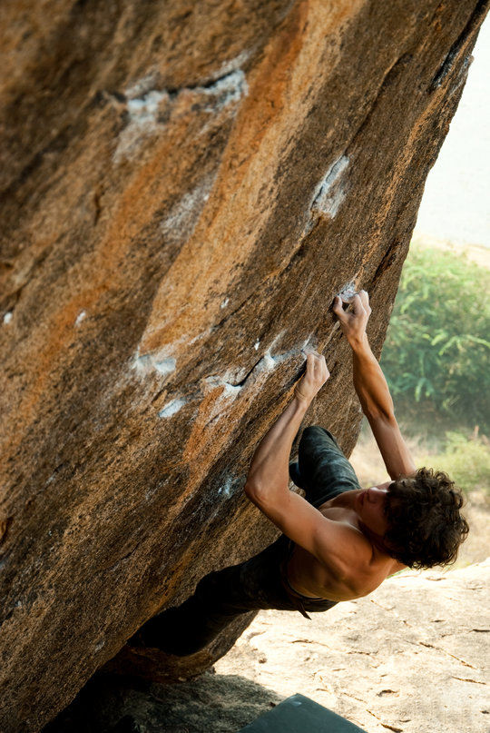 Will Abbott testing the durability of his skin on Surfer's Traverse (7C), 154 kb