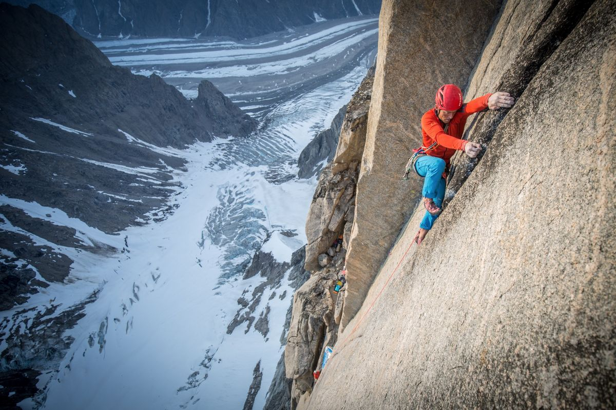 Leo Houlding on the Mirror Wall, 204 kb