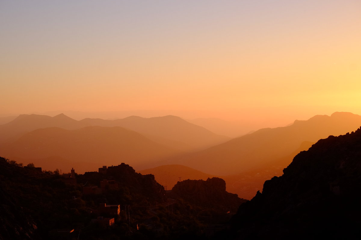 The typical Taskra sunset whilst returning over the mountain pass. The layers of mountains just go on and on., 48 kb