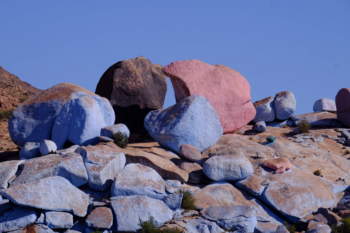 Painted rocks. First painted in 1984 by Belgian artist Jean Varame as a tribute to his late wife. , 193 kb