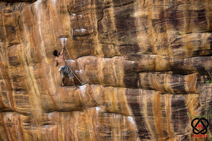Abhishek Mehta high on Ganesha, Alex Chabot's famous route in India, 134 kb