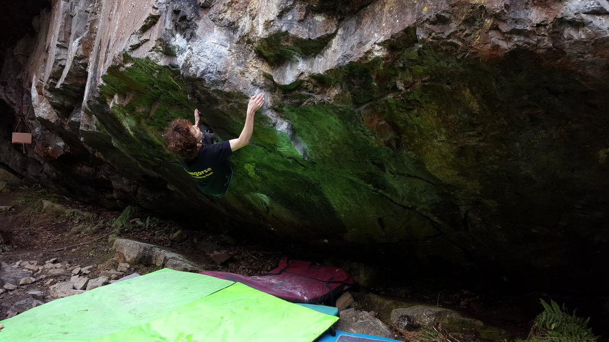 13 year-old Leo Skinner ticking his first 8A - Butch Cassidy, 185 kb