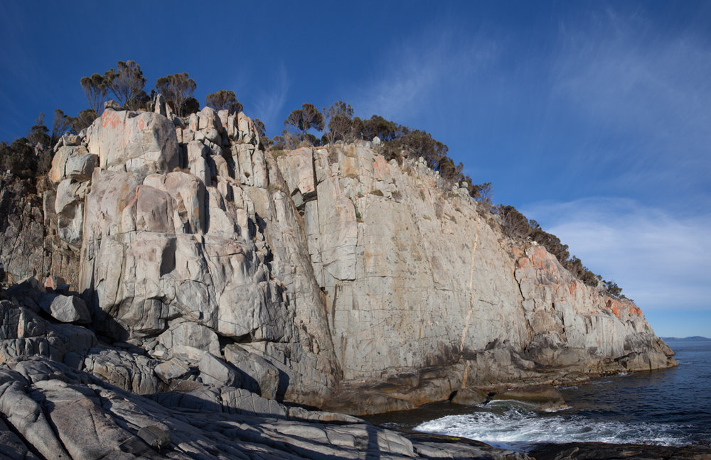 Harlequin Wall (left) and White Water Wall (right), home to some of the best low/mid grade trad on the island, 169 kb