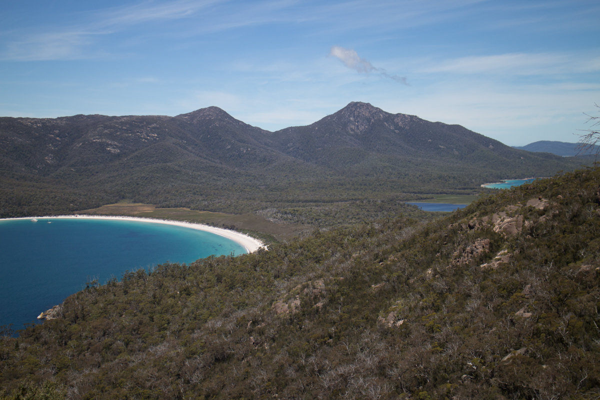 Wineglass Bay, with Mount Freycinet in the background, 201 kb