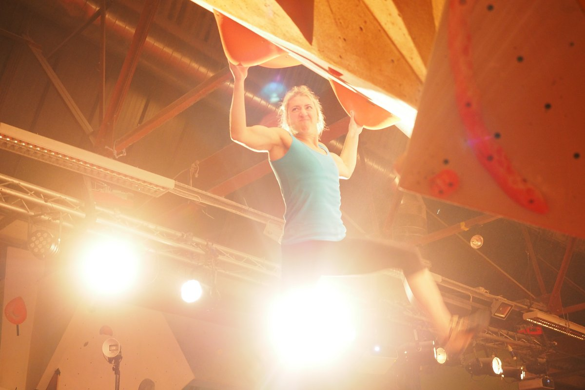 Michaela Tracy pulling hard at the Rab CWIF 2016 © UKC News