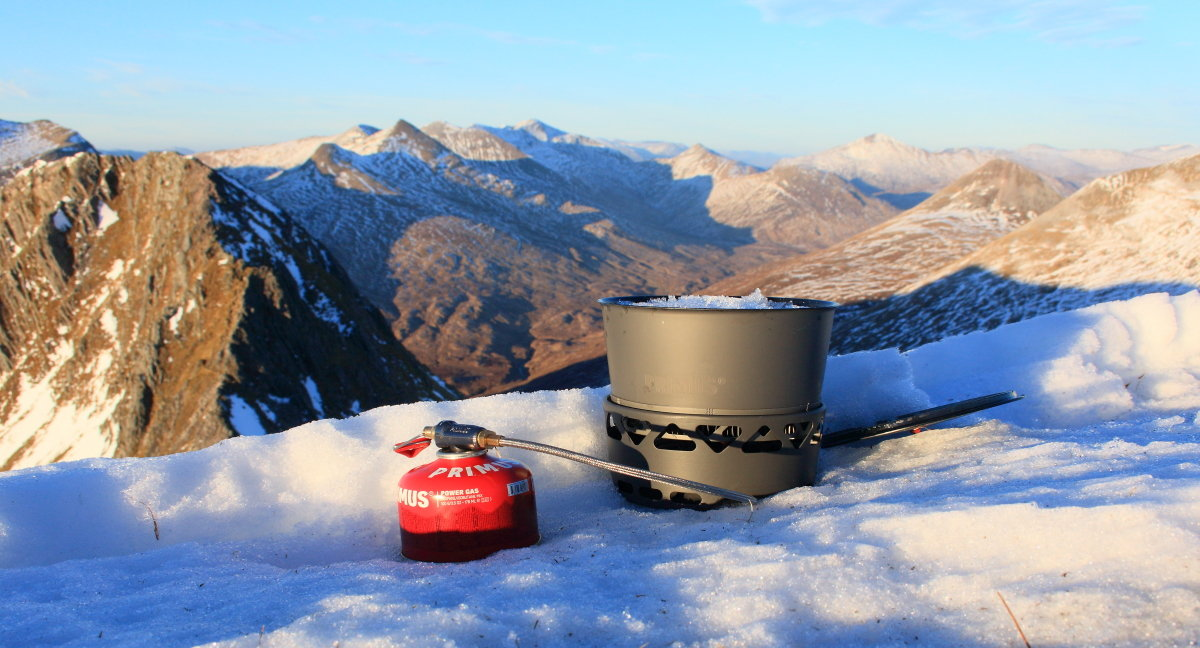 Melting snow for a brew with the Prime Tech stove and heat exchanger pot, 166 kb