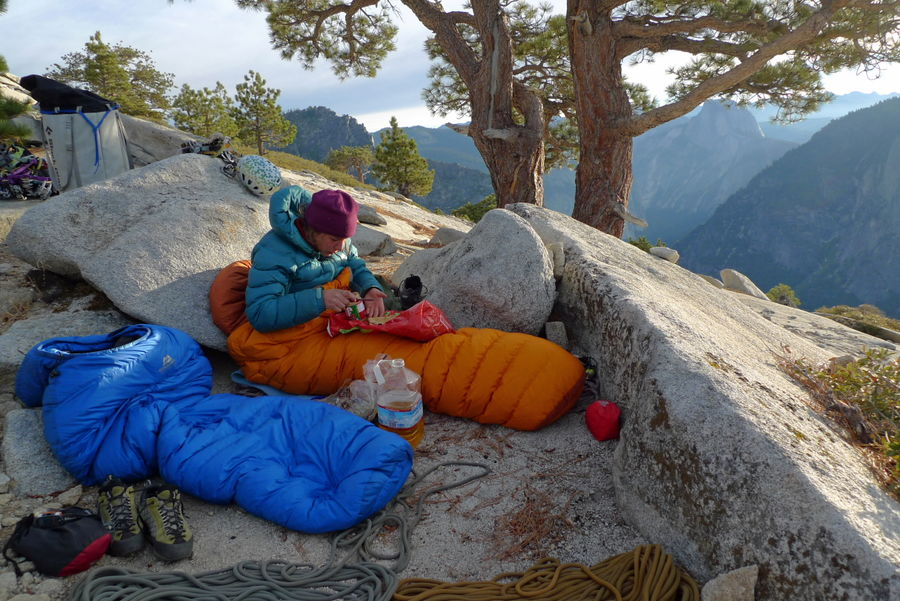 Backing up a sleeping bag with a down jacket obviously makes you warmer..., 146 kb