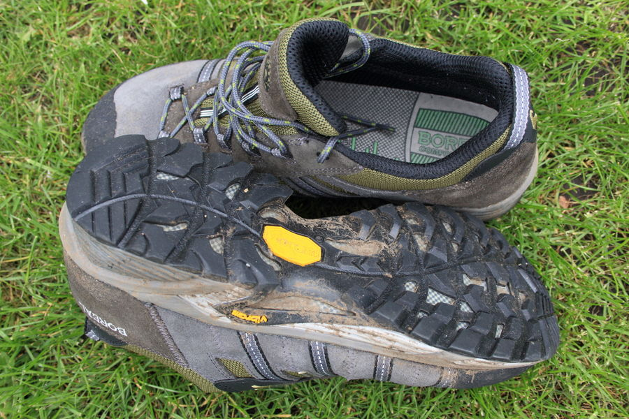 Deep tread on the sole, and a breathable mesh lining inside the shoe, 168 kb