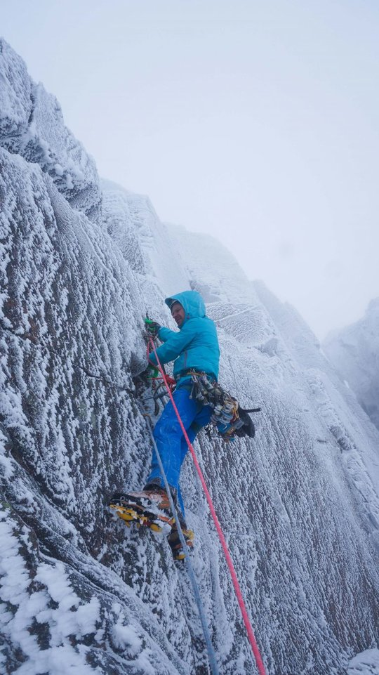 Guy Robertson on the 1st pitch of Open Heart, 119 kb