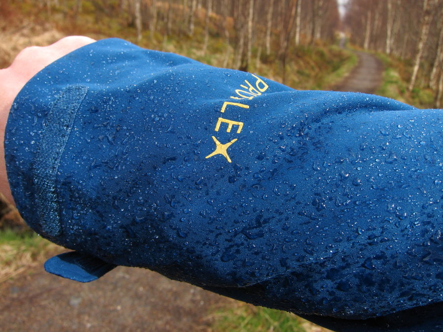Unlike a standard softshell, the fabric is more than just showerproof!, 139 kb