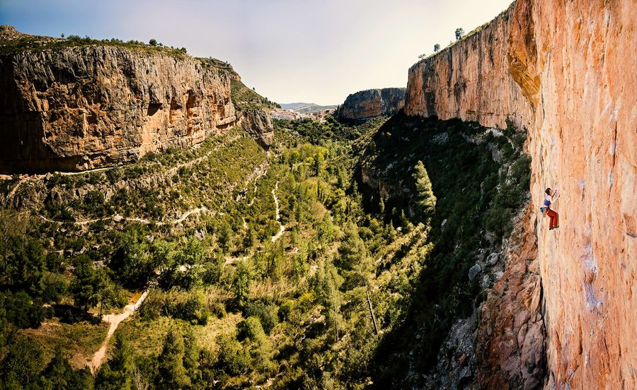 Gain lots of experience of onsighting and aim high! Natalie Berry in Chulilla, Spain, 161 kb