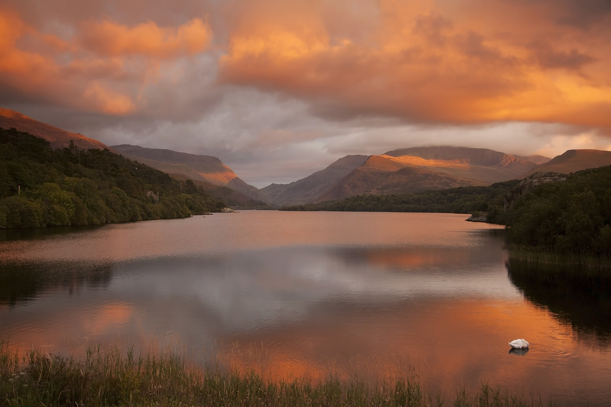 Looking into Llanberis Pass from Llyn Padarn, 138 kb