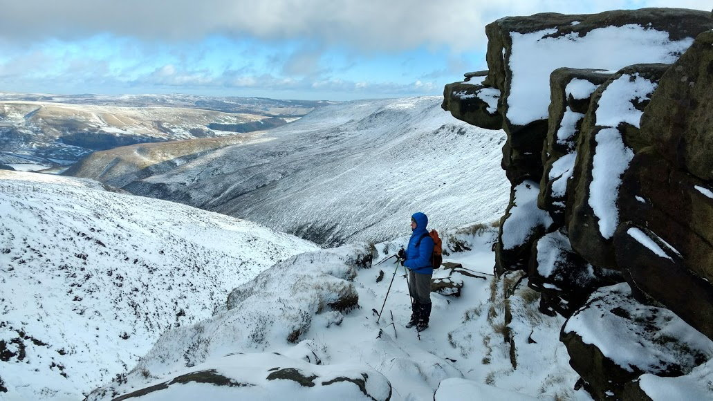 Out in the snowy Peak District with the Fizan Compact poles, 160 kb
