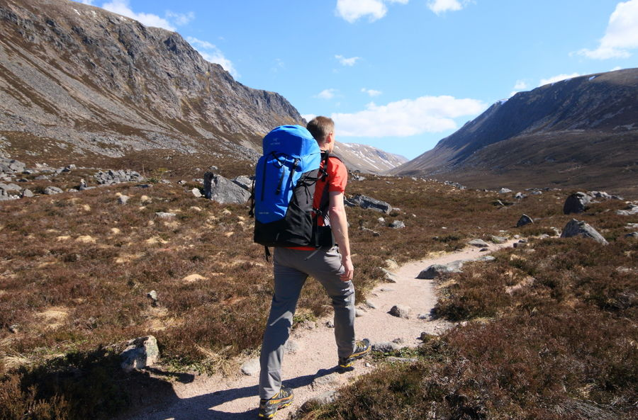 Heading for the Lairig Ghru, 146 kb