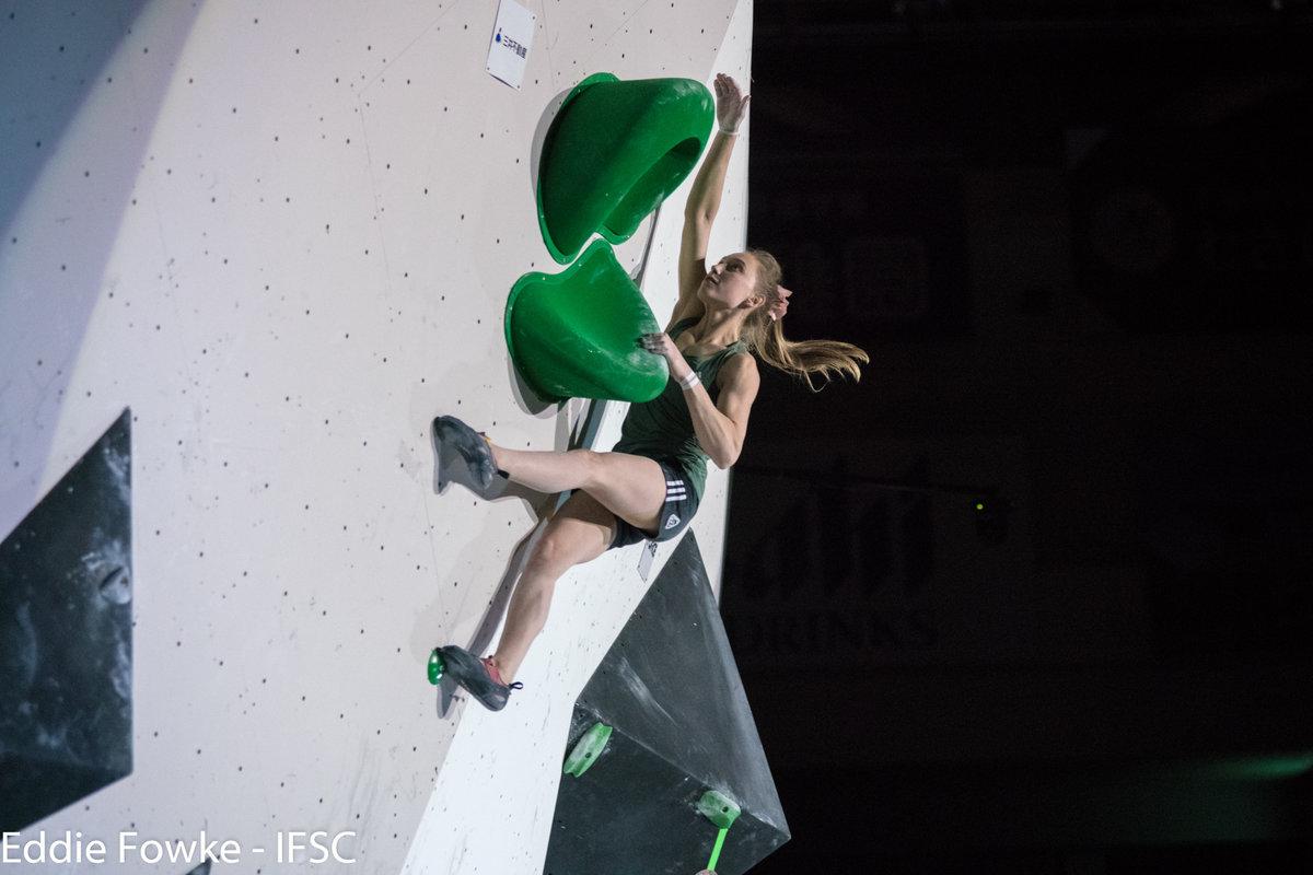 Janja Garnbret on top form in Hachioji, 107 kb