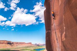 "[Andi Turner slammin' jams on the fantastic ""Scarface"" at Indian Creek, Utah © PeteWilson]"