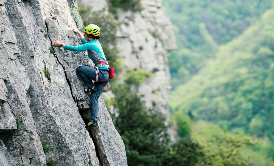 Victoria de Ga climbing at Red Up in Val Pennavaire, 120 kb