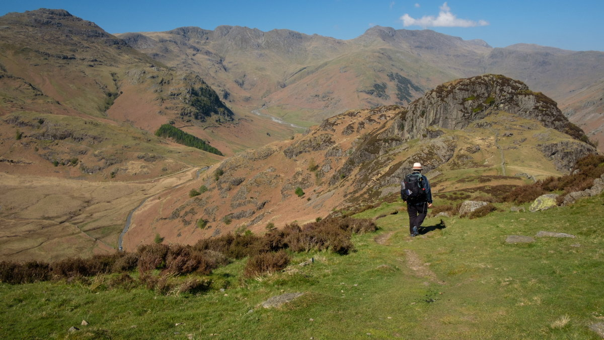 Heading for Side Pike, with Pike of Blisco, Crinkle Crags and Bowfell to come, 208 kb