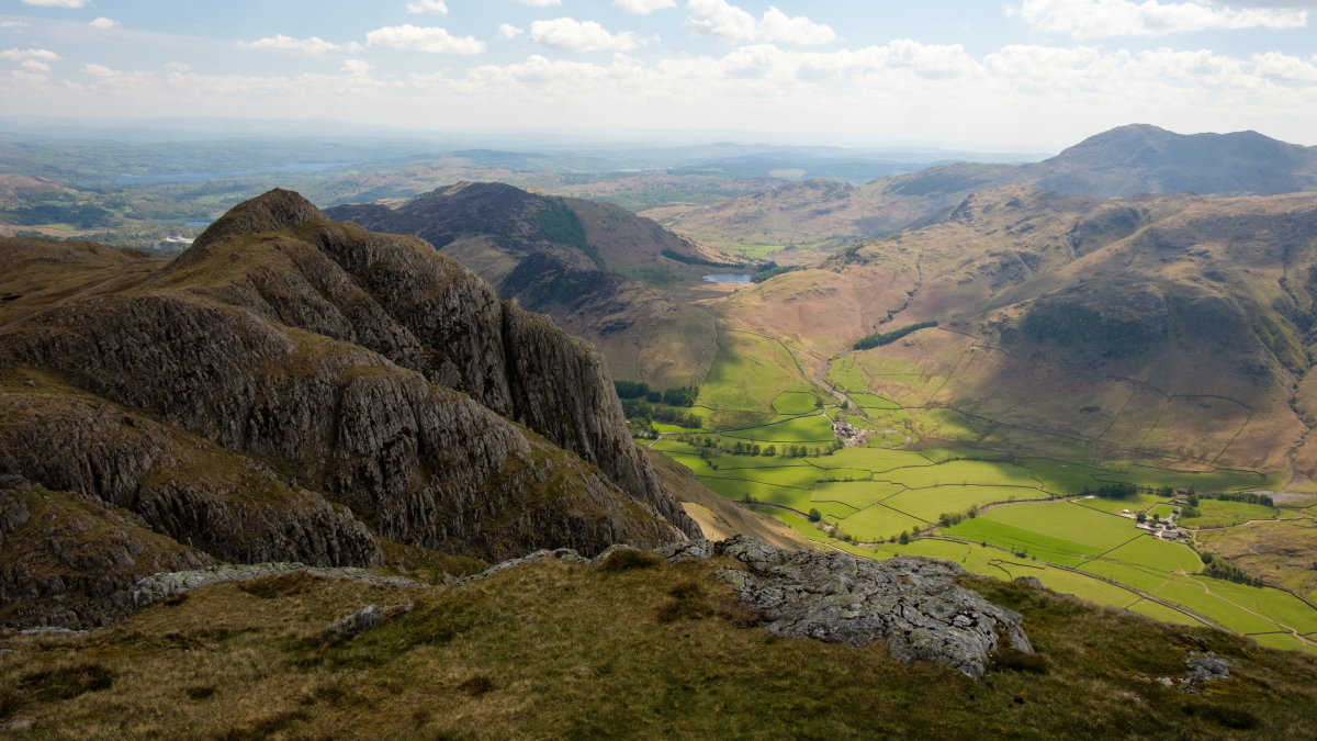 The mighty Gimmer Crag looms over the fields of Langdale, 188 kb