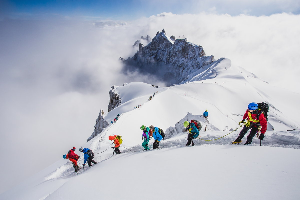 Academy participants starting their day on the Midi arete, 112 kb