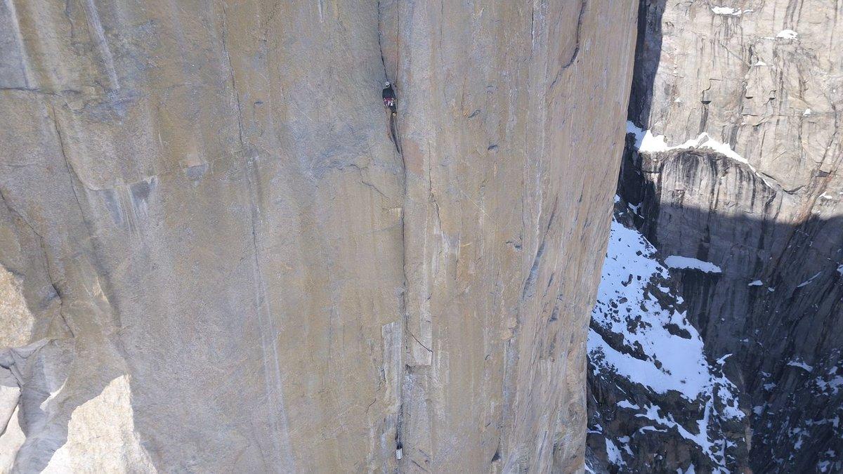 A perfect granite crack on Reveiller le Mechant, 215 kb