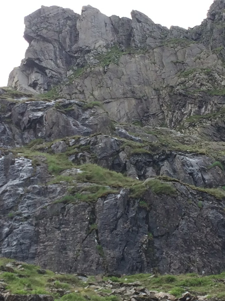 The Cwm Face runs up the pale blank tower centre-left at the top of this image, 199 kb