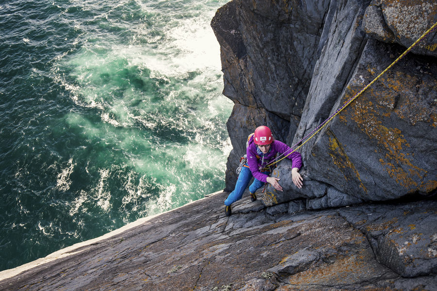 Natalie Berry seconding the top pitch of Old Boy Racer E7, Ruabhal, St Kilda, 206 kb