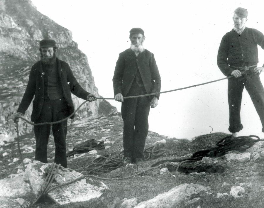 Three cragsmen on Hirta, 193 kb