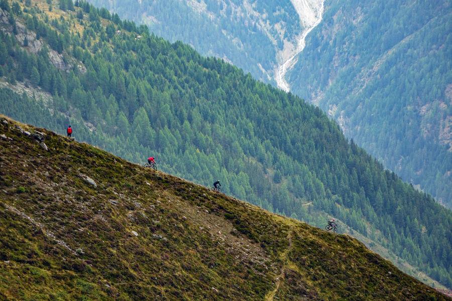 Mountain bikers in Ötztal., 181 kb
